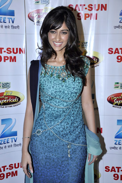 Priyanka & Ileana at Dance India Dance set to promote 'Barfi!'