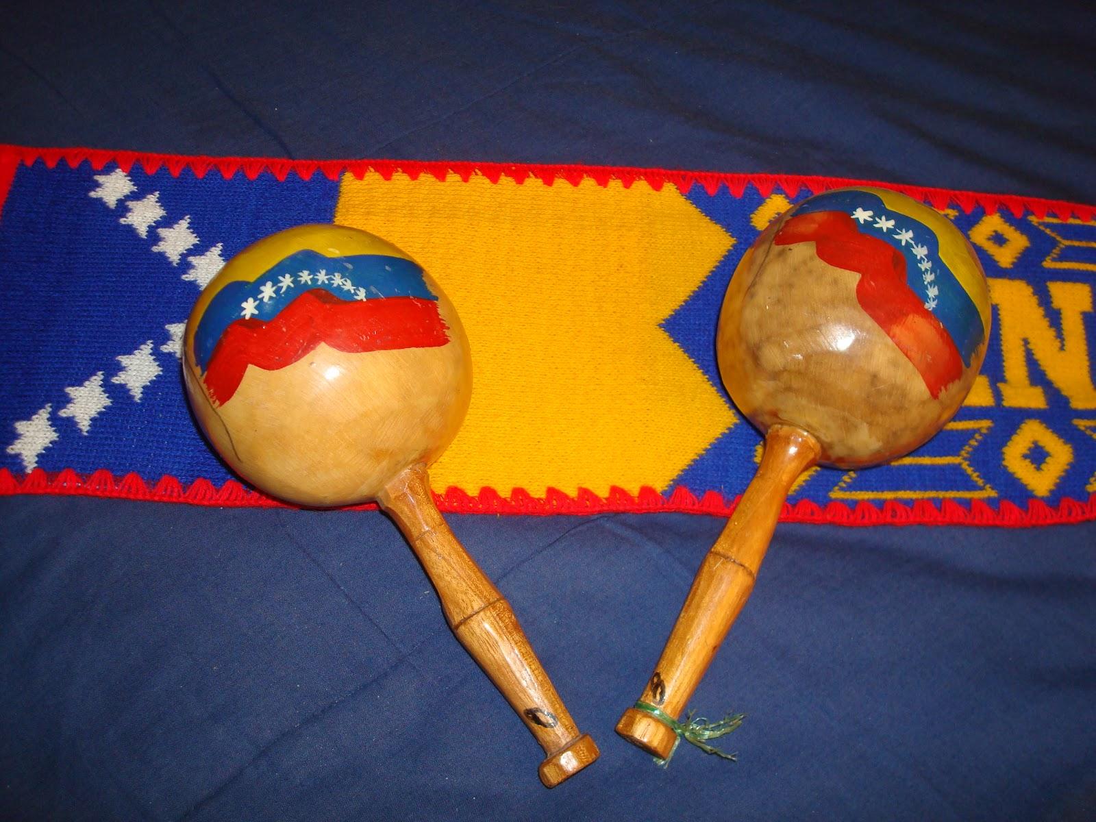El joropo llanero se entona con los siguientes instrumentos arpa o bandola llanera, cuatro y maracas.