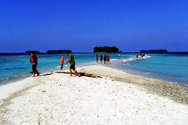 Wisata Pantai Pulau Harapan