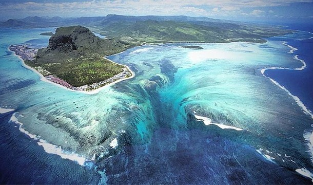 These 20 Unbelievable Pictures Might Look Like An Illusion But They Are Absolutely Real - Underwater Water Fall