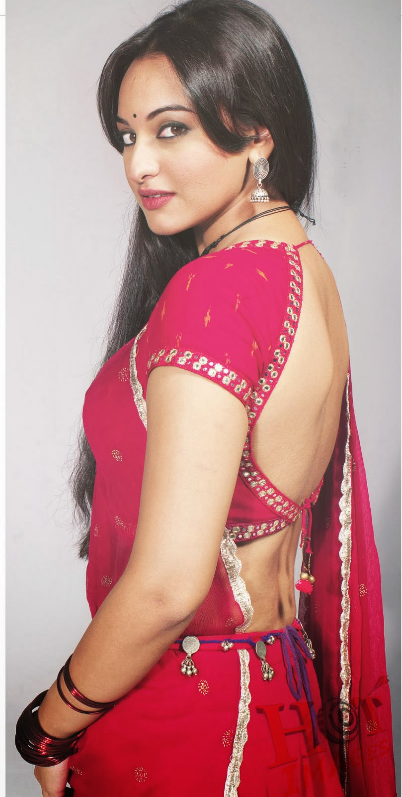 sonakshi sinha hot back pictures in saree