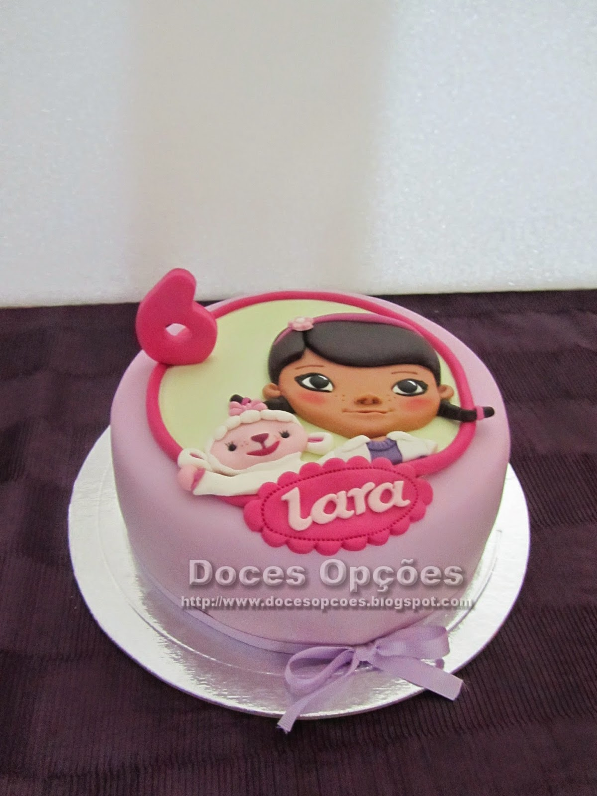 Super Doces Opções: Bolo para o aniversário da Lara com a Doutora Brinquedos QR96