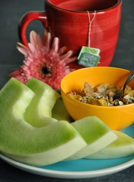muesli fruit and tea