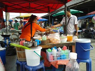 ตลาดนัดเช้า ชลบุรี ร้านก๋วยจั๊บ