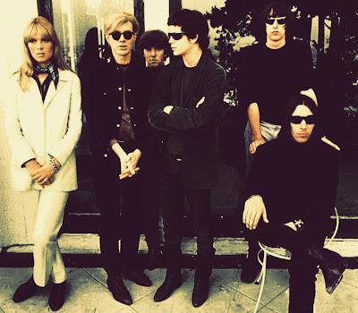 Pasaron unos años hasta que me enfrenté a las muy diferentes versiones  originales de la Velvet Underground. Seguramente era esa época en la que 8edba8ca0dc