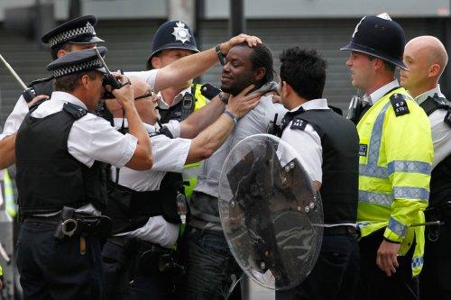 foto-kerusuhan-london-inggris-2011-11