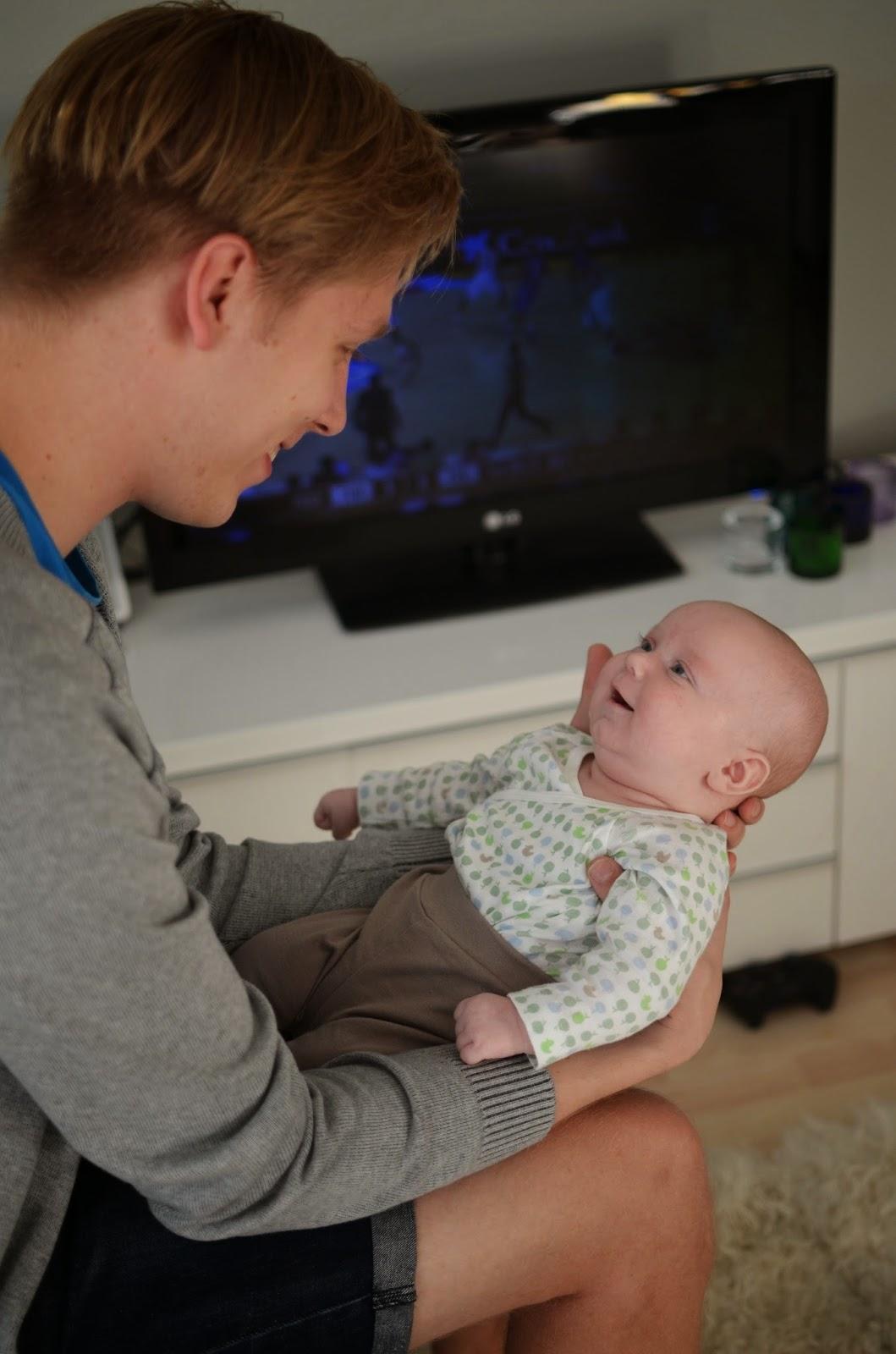 vauva 2 kuukautta