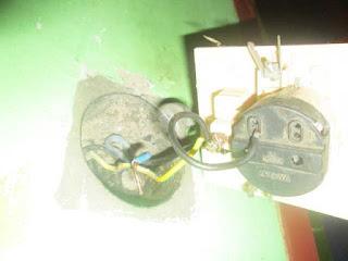 Copot kabel saklar