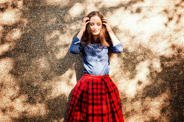 http://www.ninathecat.com/2013/09/plaid-me-how-to-wear-check-plaid-tartan.html