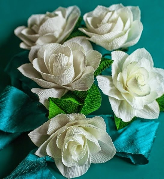 Como hacer flores de papel crepe cositasconmesh for Rosas de papel
