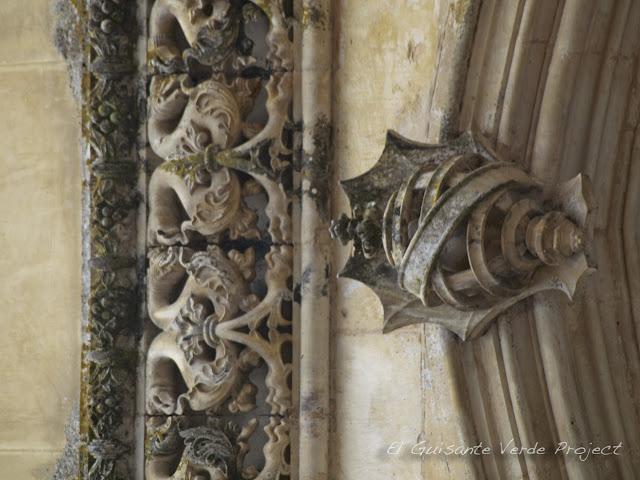 Esfera armilar del Monasterio de Batalla - El Guisante Verde Project