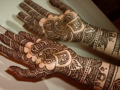 Arabic Mehndi Designs For FeetPakistani womens decorates their feet with