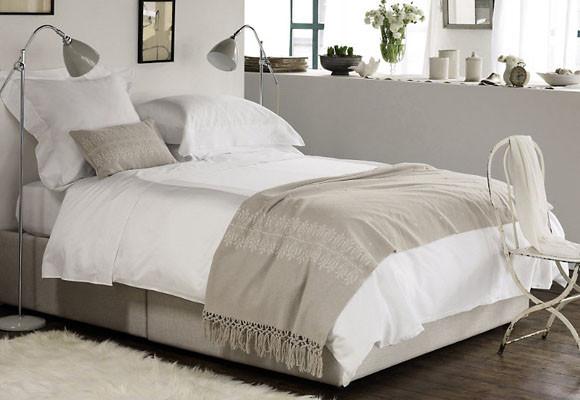 Espacio style c mo vestir una cama - Lamparas para leer libros ...
