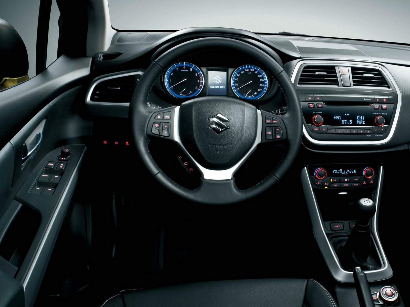 Suzuki S-Cross 2015 Brasil - interior - painel