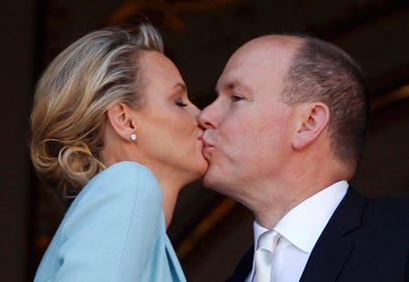 Албер и Шарлийн - романтична целувка