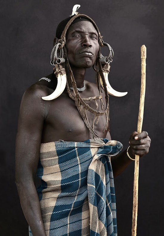 Safari Fusion blog | Photographer Mario Marino | African photographic portraits Omo Valley, Ethiopia © Mario Marino