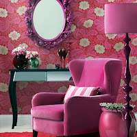 sala con acentos rosa