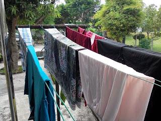 cara menghindari pakaian bau saat musim hujan