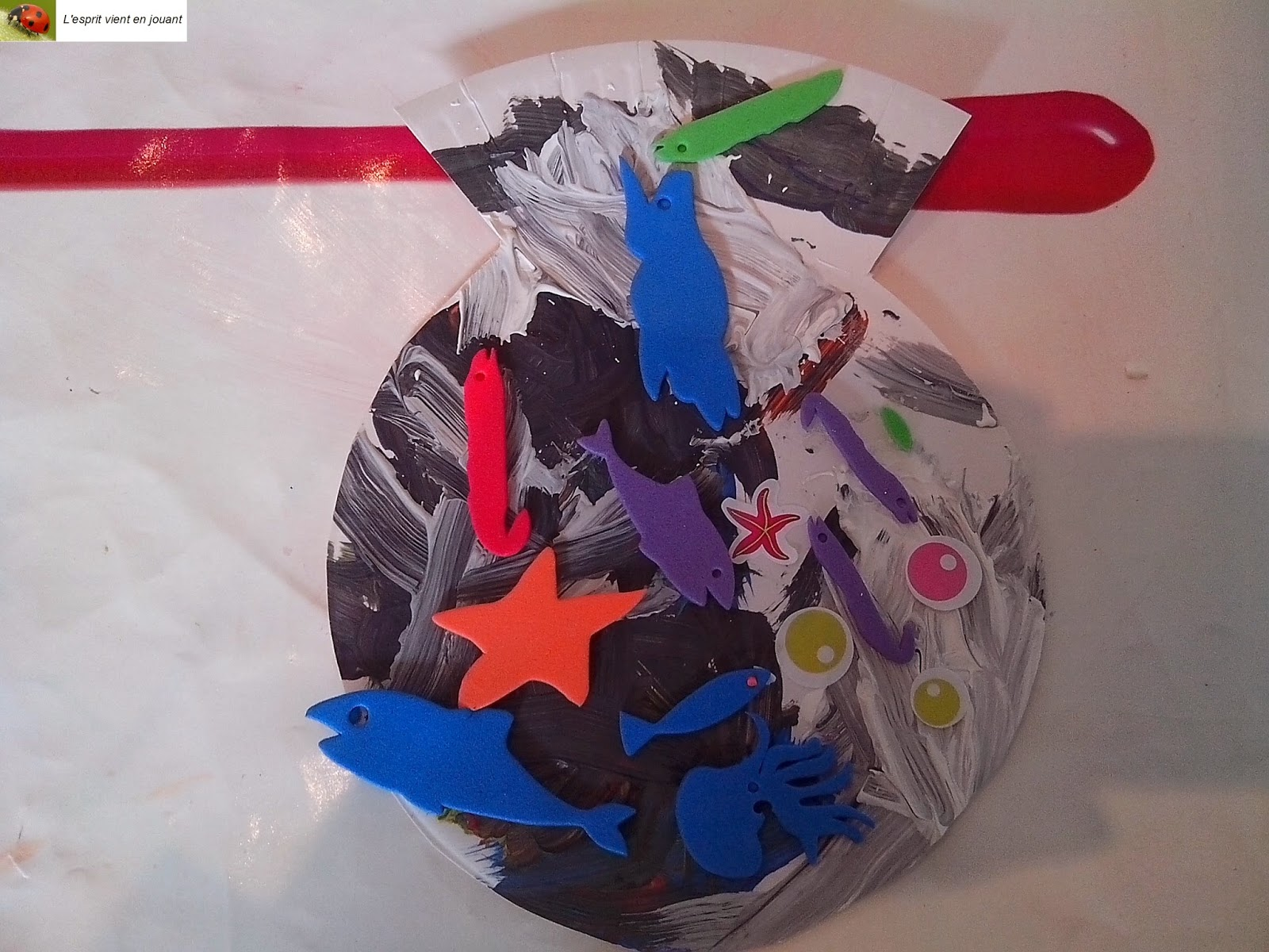 L 39 esprit vient en jouant activit enfants bocal for Bocal plastique poisson