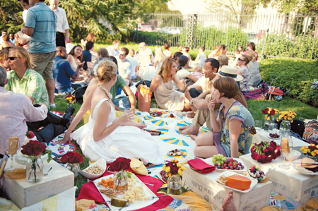 Your Wedding Support GET THE LOOK Garden Party Themed