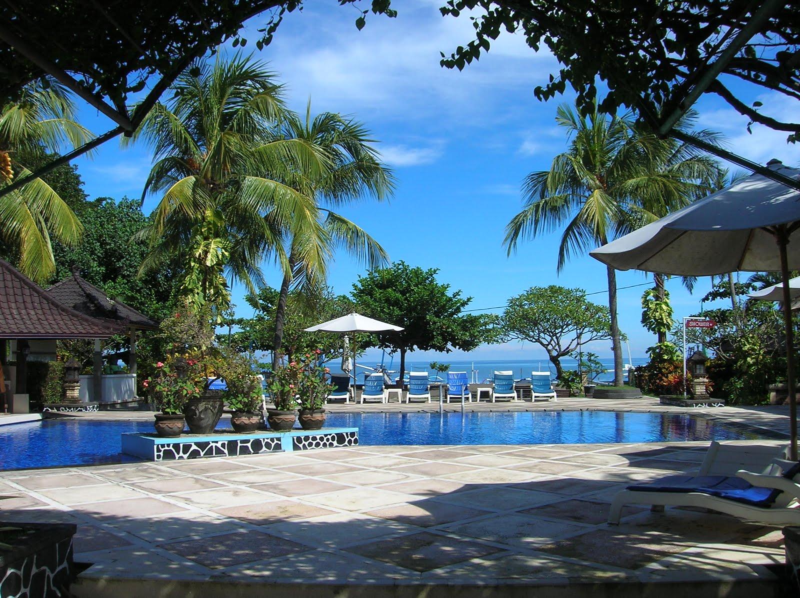Piscina Hotel Aneka Lovina, Isla de Bali,Indonesia, vuelta al mundo, round the world, La vuelta al mundo de Asun y Ricardo