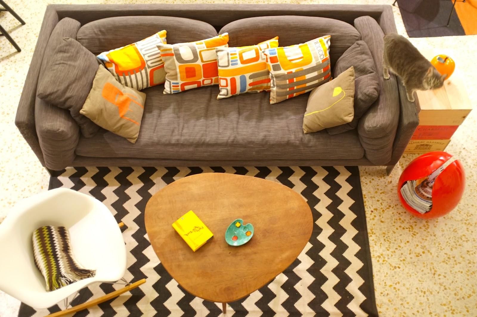 canap habitat coussins ikea table basse annes 50 chine aux puces de bordeaux fauteuil eames buffet emmaus tapis chevron urban - Emmaus Canape