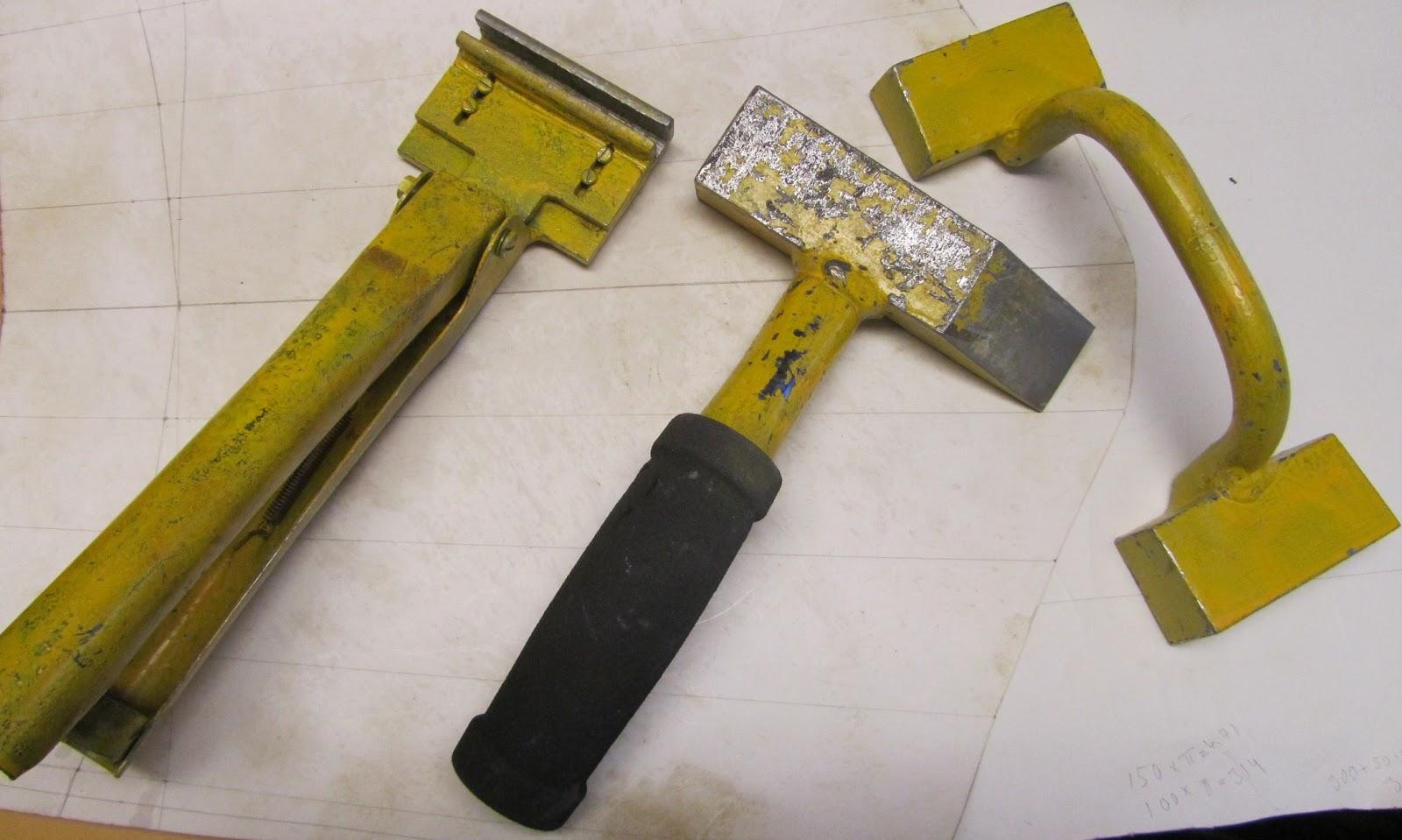 Konesaumakatto työkalut