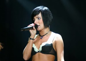 Ex-integrante da banda t.A.T.u dança música de Lady Gaga e ganha muitos aplausos!