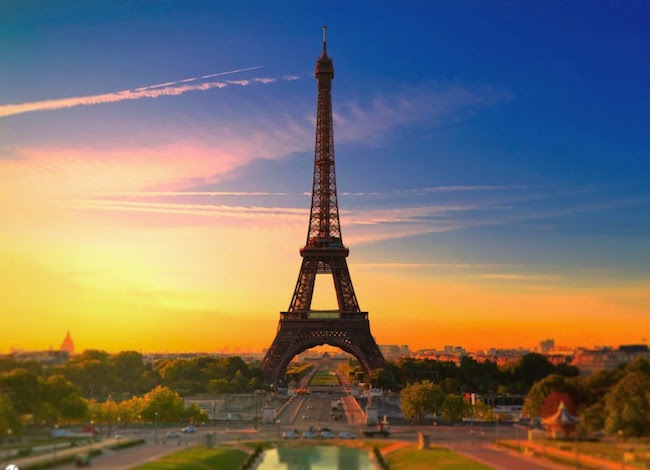 10. Panoramic Eiffel Tower 5k Wallpaper