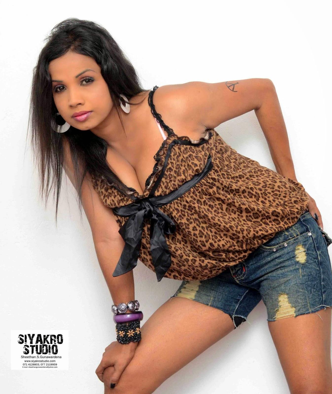Manjula Sajeewani hot bend