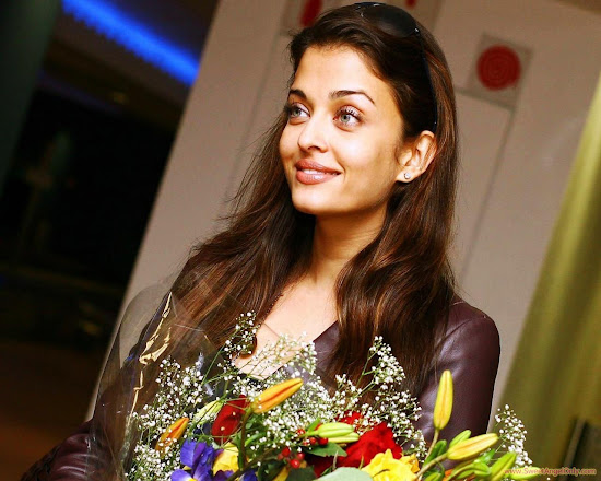 aishwarya_rai_beauty_in_flowers_1280x1024