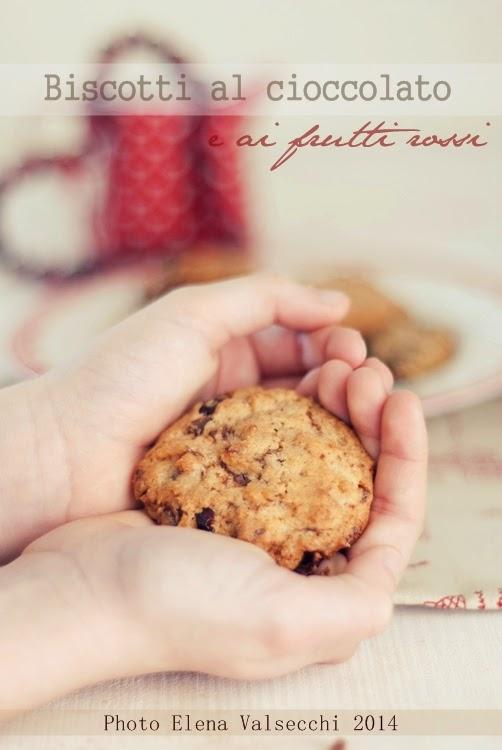 biscotti al cioccolato e ai frutti rossi