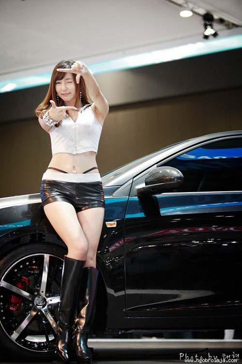 Beautiful_Asian_Girls_With_Cute_Poses__6