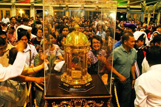 Filipinos venerating the relic of St. Camillus