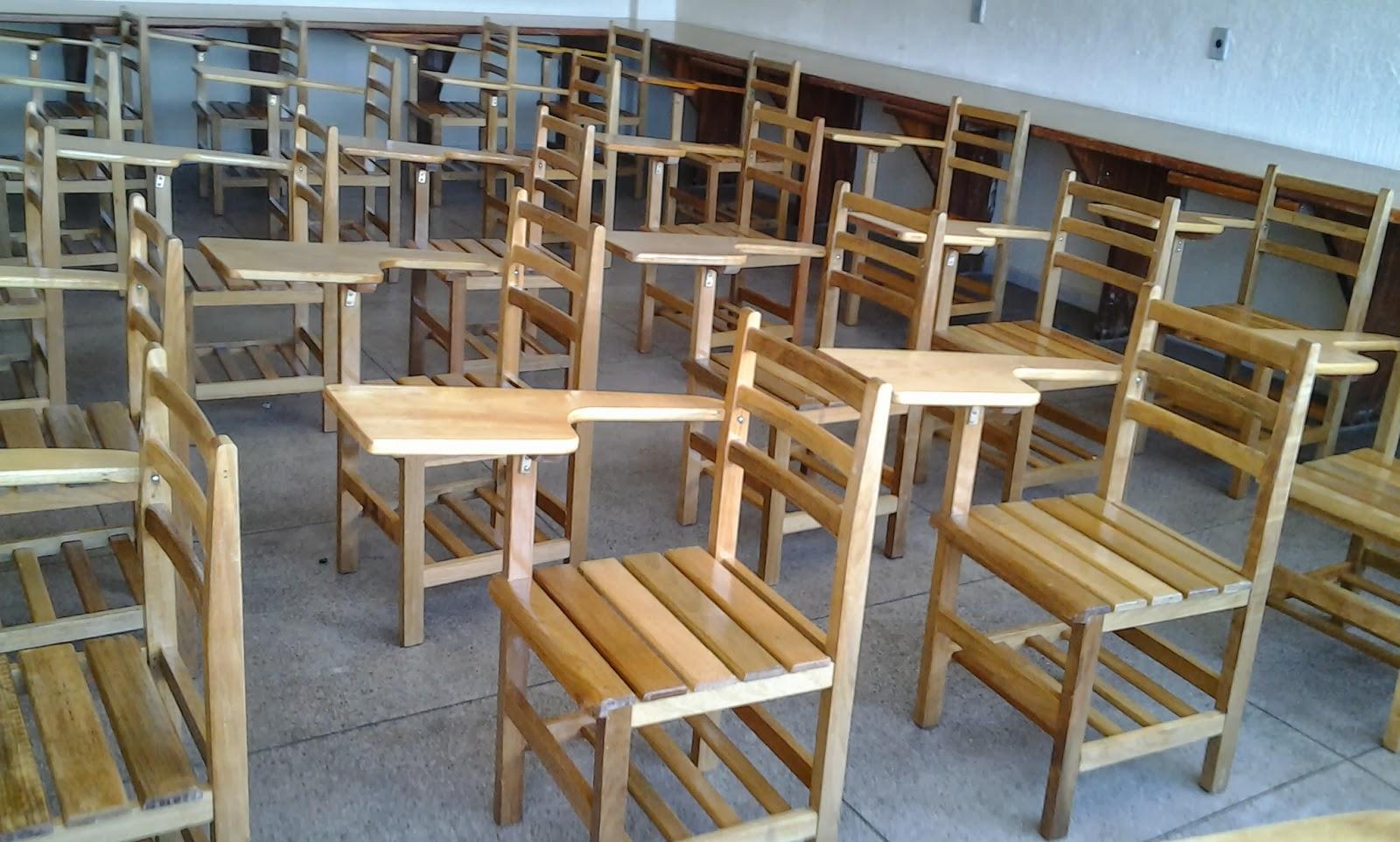 em madeira e MDF: Carteiras escolares feitas com sobras de madeira  #64492C 1600x962
