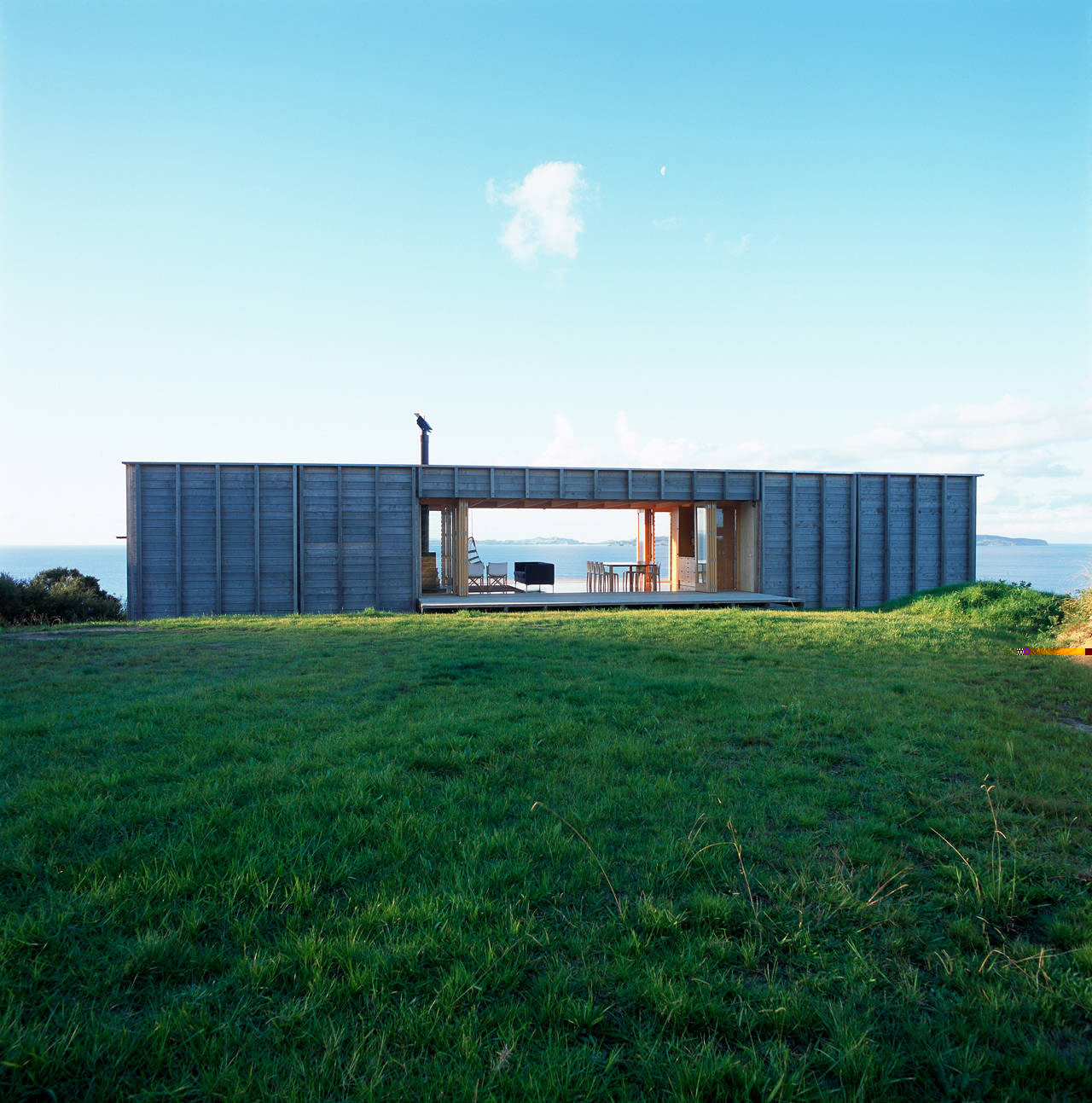Shipping container homes crosson clarke carnachan architects coromandel new zealand - Cargo container homes ...