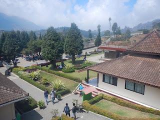 pemandangan dari atas museum