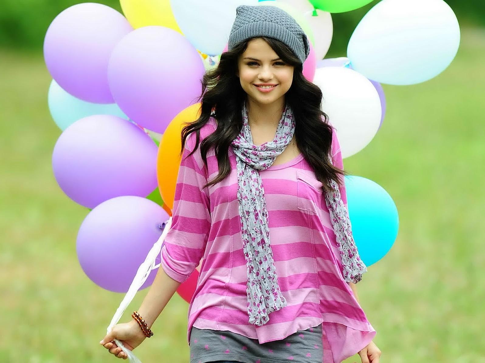 http://4.bp.blogspot.com/-JBclVVfBR7s/Tl9adBmhS_I/AAAAAAAABY4/9NzW-P_bYcs/s1600/Selena-Gomez-is-Pregnant-Photos-Wallpapers.jpg