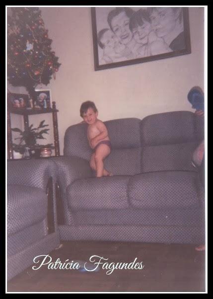Micro sala! Acho que media 2,00x2,00 Me diz, porque alguém decide ter uma salinha desse tamanho? dava certinho o ângulo dos sofás e, pronto, acabava a sala!
