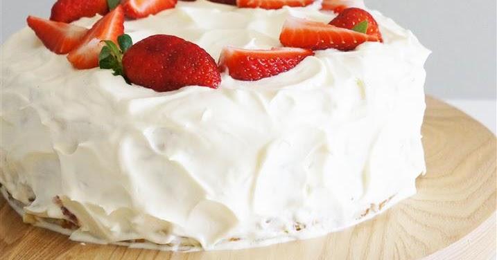 ... and Doilies: Gâteau de crêpes aux fraises (Strawberry Crepe Cake