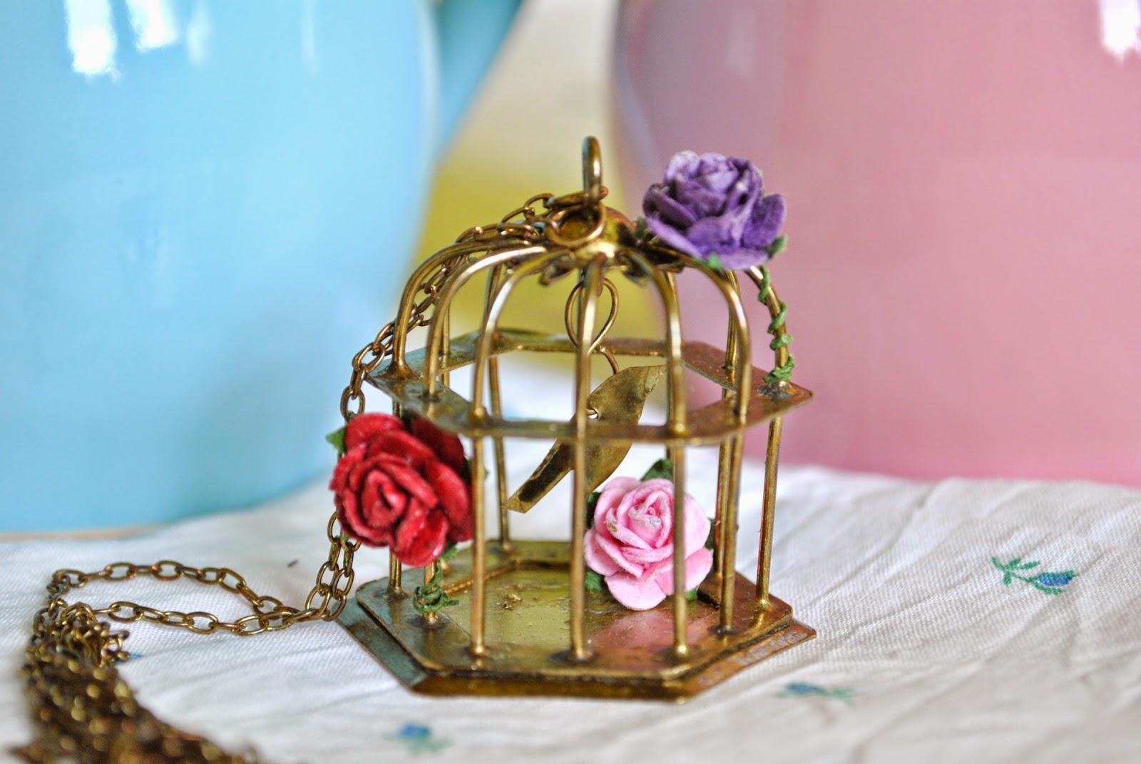 https://www.etsy.com/es/listing/182059934/collar-birdy-jaula-oro-viejo-con-pajaro?ref=shop_home_active_13