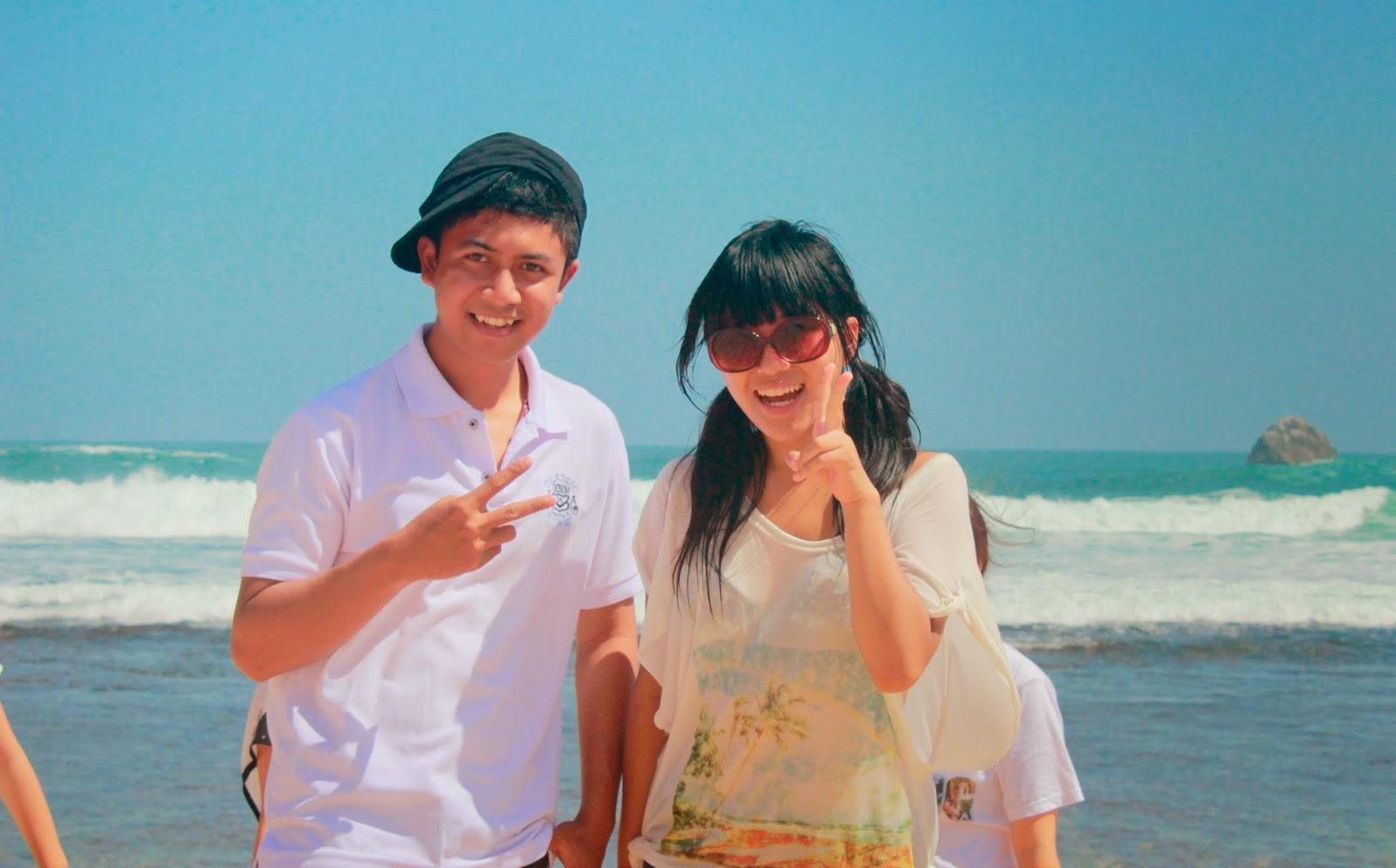 Aku dan Shiori Kartina Iwata di Goa Cina