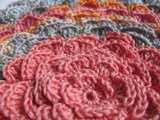 подушка, радуга крючком, объемный цветок, вязание крючком, подушка цветок,