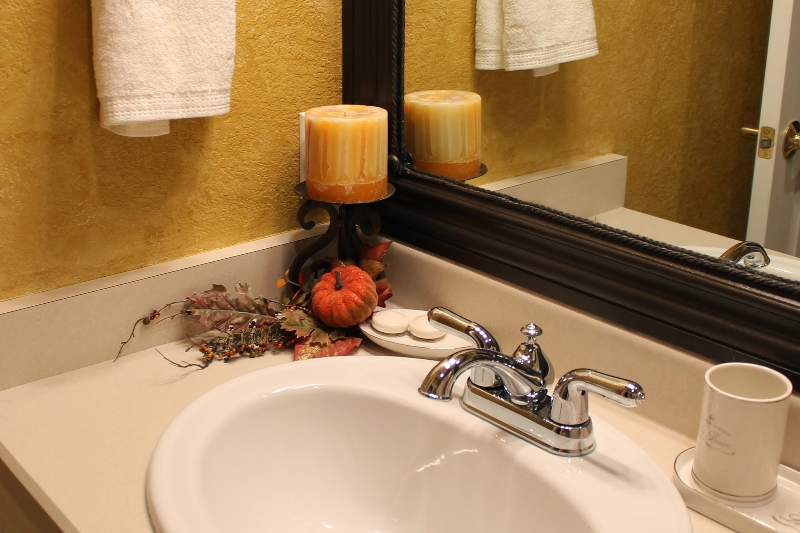 Southern seazons fall bathrooms for Fall bathroom sets