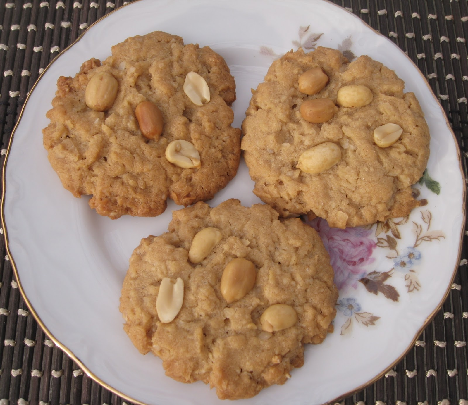 Coconut Flake and Peanut Butter Cookies | Beachloverkitchen