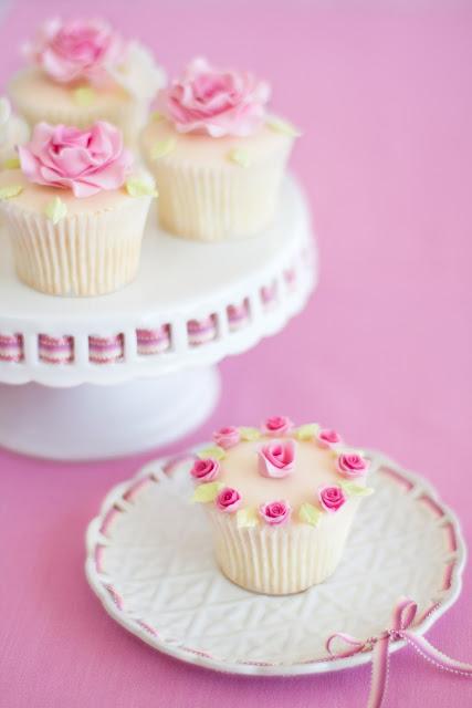 cupcakes con rosas de azúcar