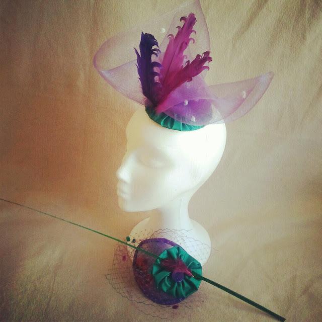 crin, plumas, tocado, morado, verde, barato, elegante, económico, eventos, bodas, invitadas, sinamae