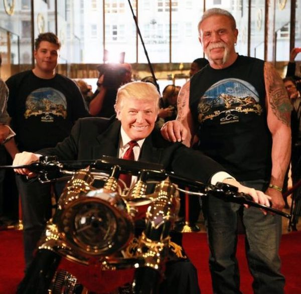Les stars et les harleys - Page 4 Donald-trump-customised-gold-chopper