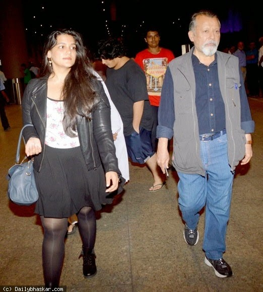 Sanah Kapoor at Airport with Father 2nd Photo