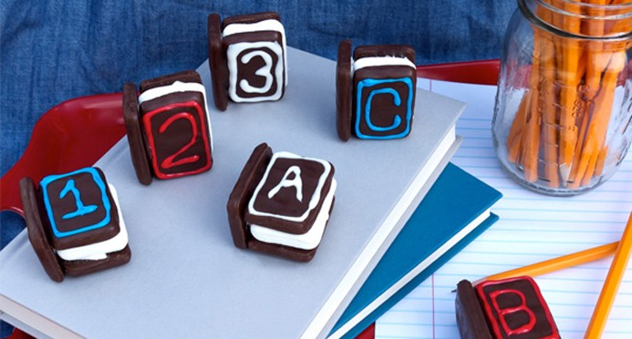 graduation s'more book snacks